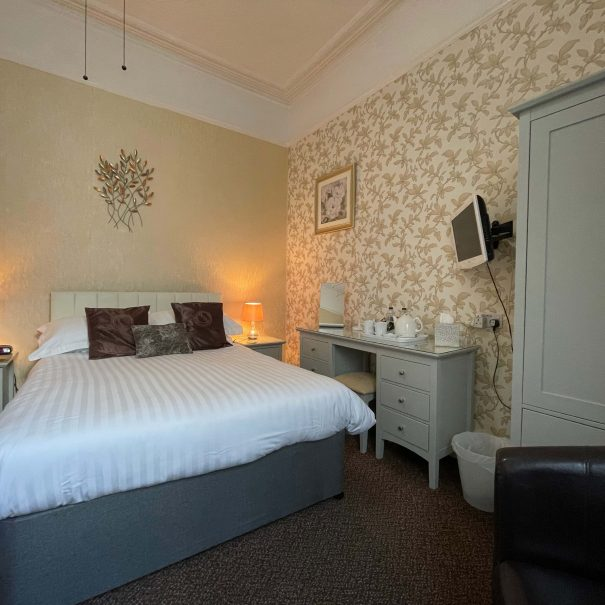 Bed and Breakfast in Torquay room 2